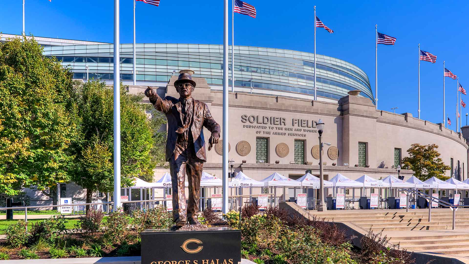 A statue standing in front of the main entrance to Solider Field in Chicago.
